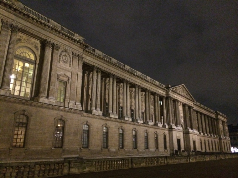 the ouside of the Louvre Gallery at night