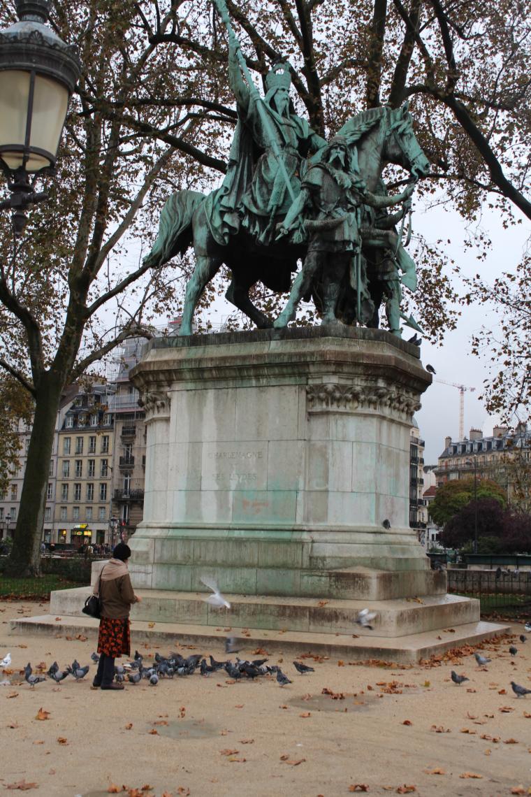 Statue de Charlemagne outside Notre Dame Paris