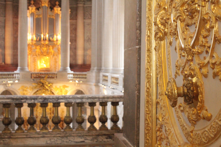 Looking into the King's chapel in Versailles