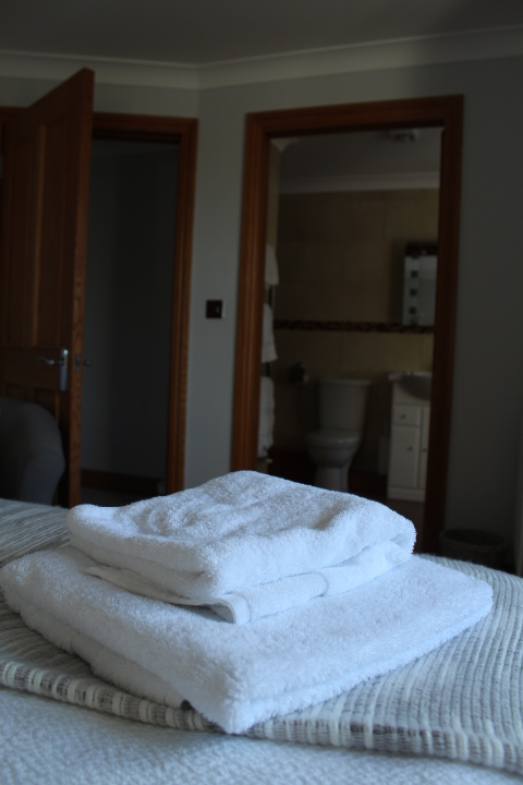Looking towards the en suite in No.5 Appletree apartment, Beadnell, Northumberland
