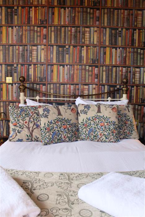 Lewis Carroll room head of river pub oxford