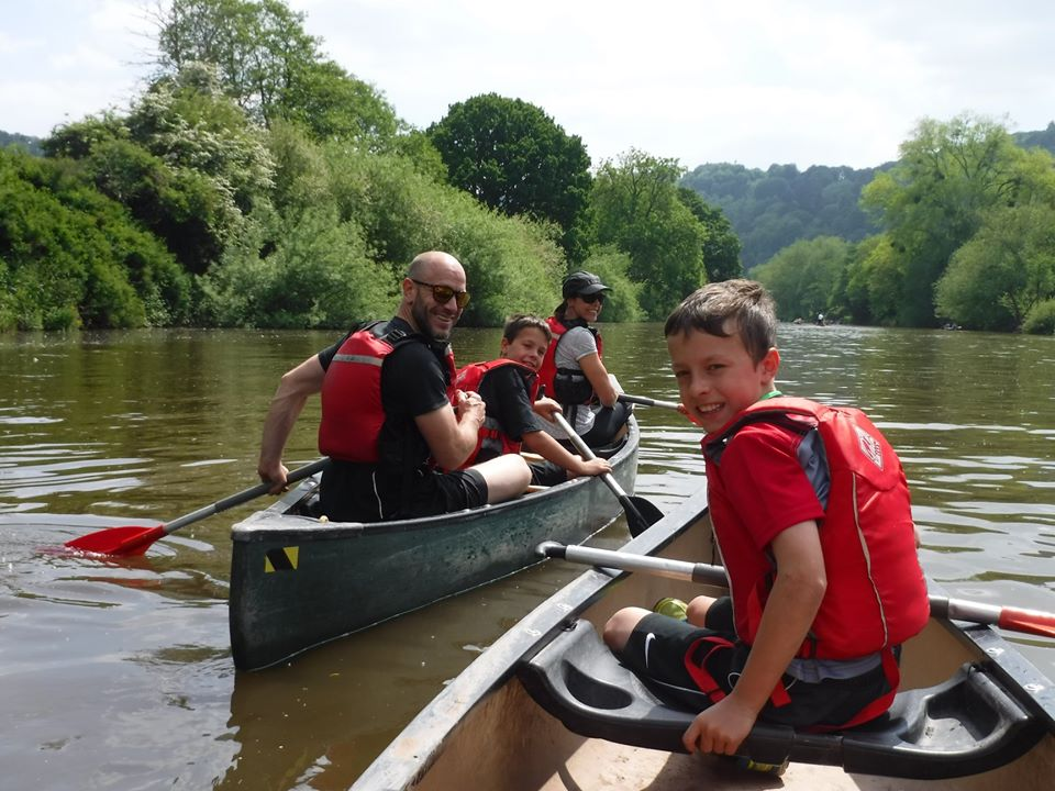 outdoor adventure canoeing in the wye valley