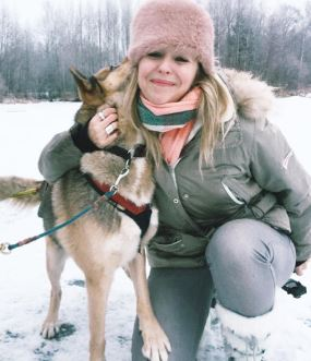 weekend-candy-hugging-husky-finland