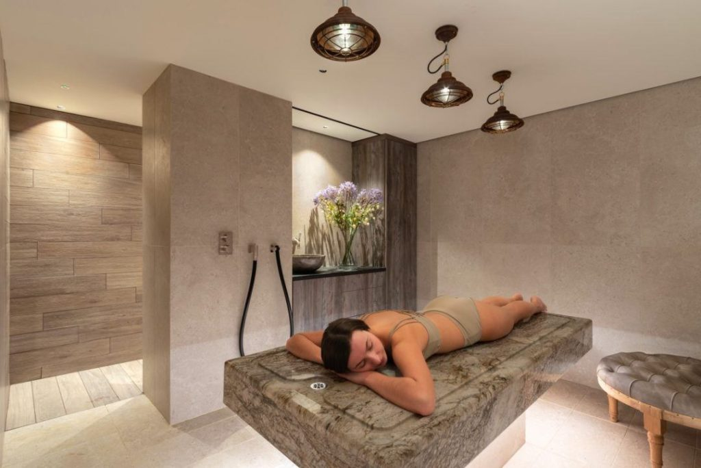 luxury-detox-retreat-uk-therapy-room