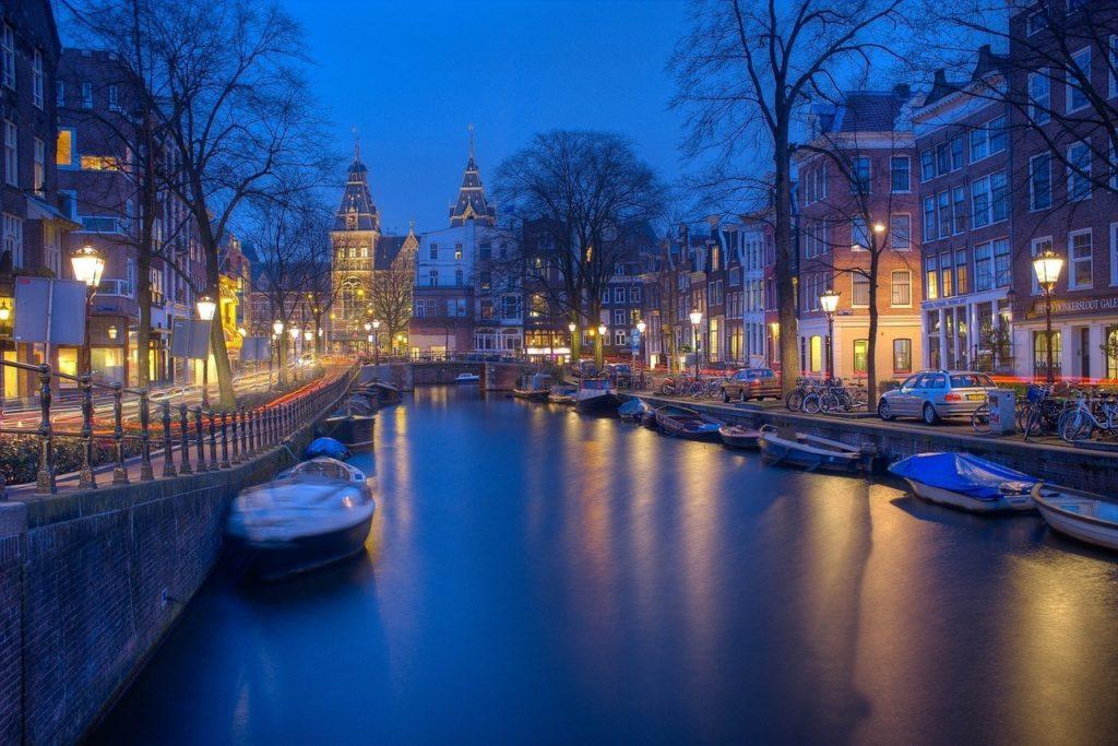 amsterdam-1150319_1280-1024x683
