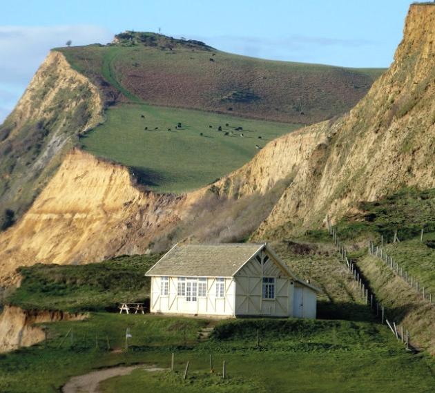 broadchurch filming location: Briar's Hut, Eype