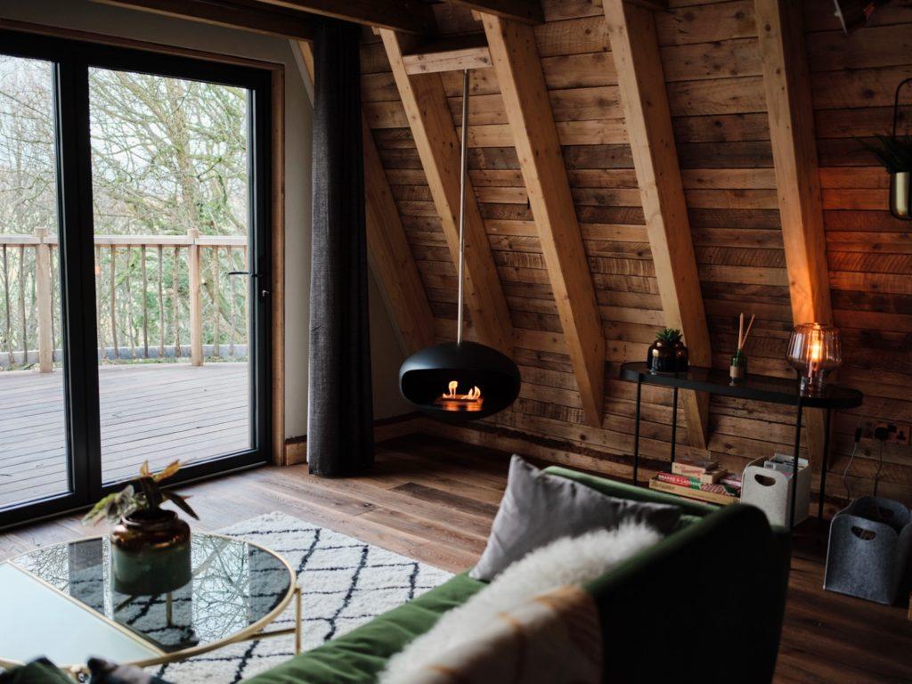 hudnalls hideout lounge