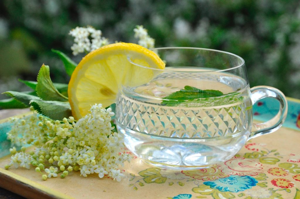 elderflower-cordial-1024x680