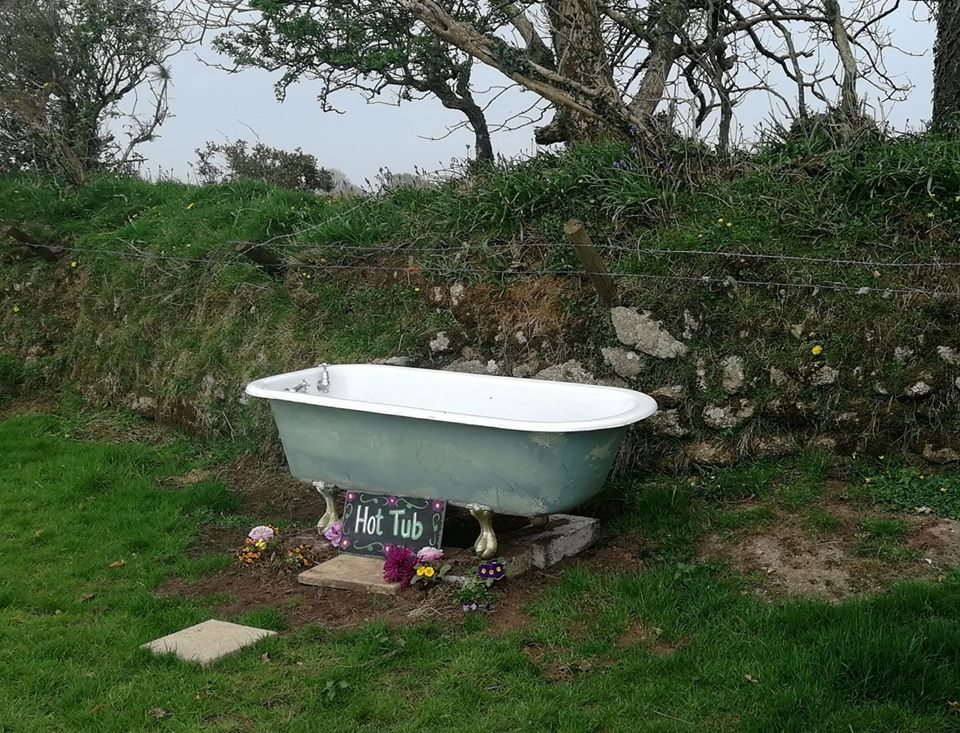 Green Cart Farm, Cornwall, Hot Tub old bath!