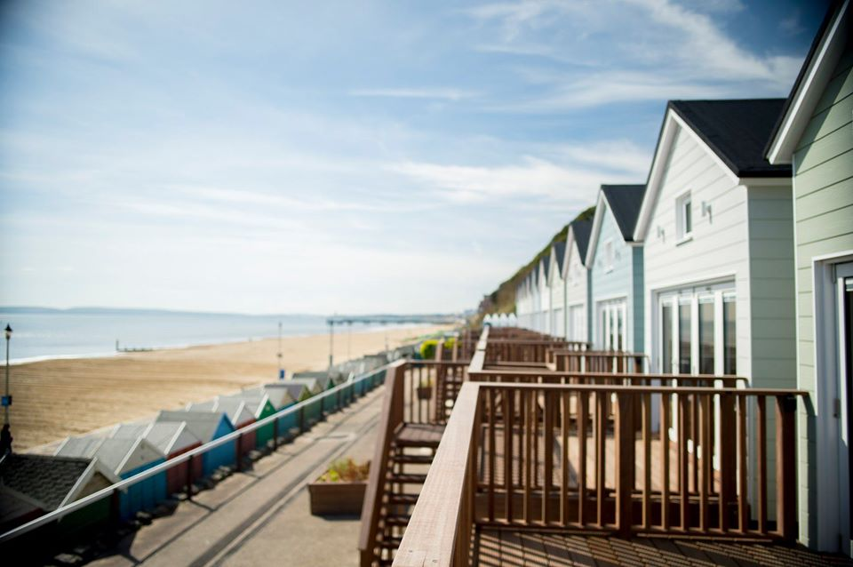 Bournemouth Beach Lodges - Outside decking with beach view