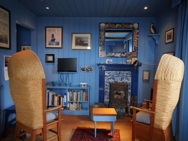 Blue Cabin By the Sea, Scotland - Living Area
