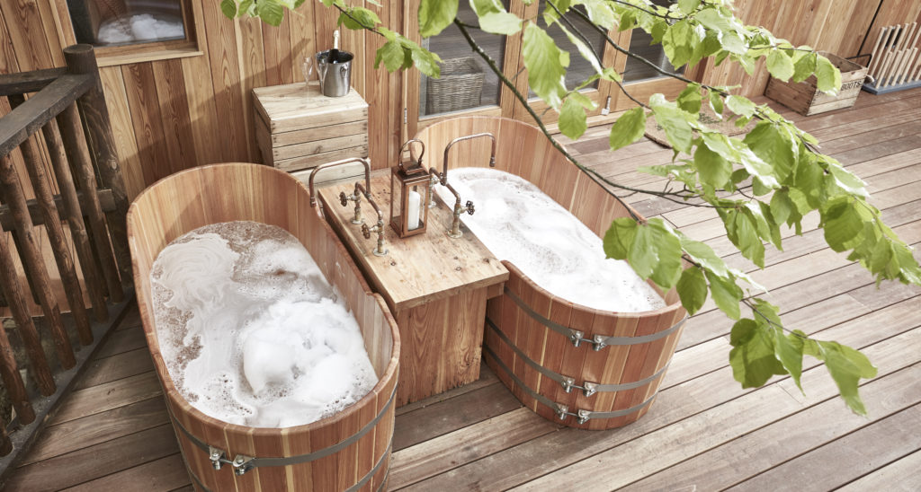 The Fish Hotel Broadway, Treehouse bath tubs