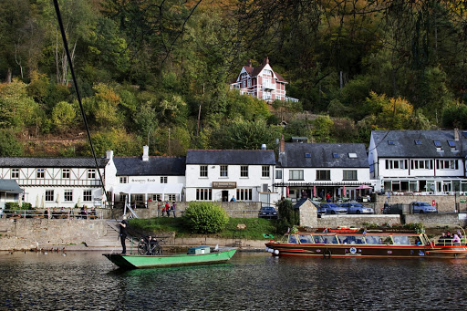 Symonds Yat, pubs and ferry crossing