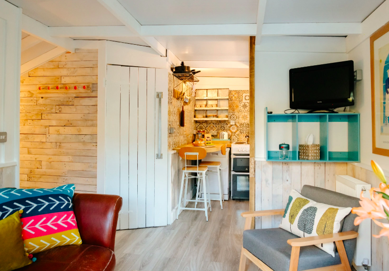 Eirlys log cabin the gower, wales lounge and kitchen