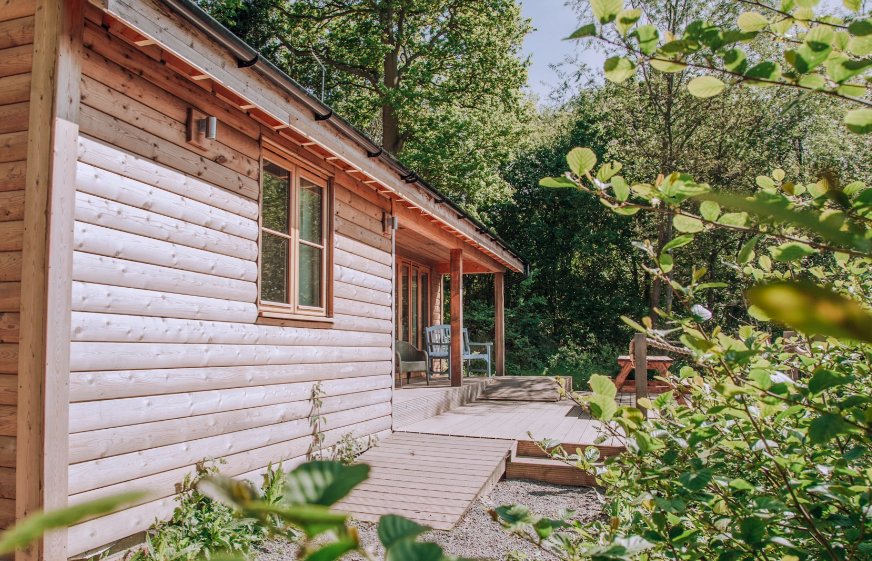 Water Lily Lodge in Essex - deck and cabin