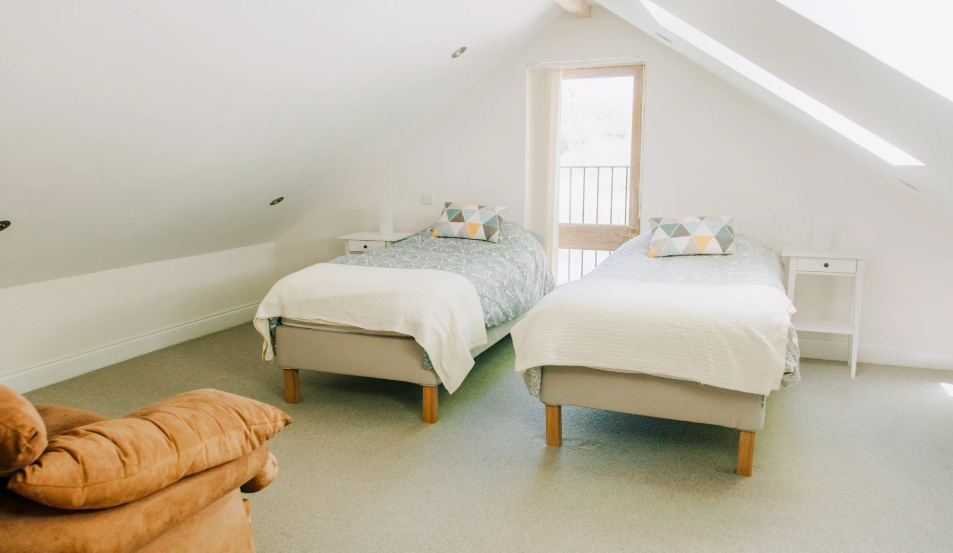Water Lily Lodge in Essex - upstairs twin room