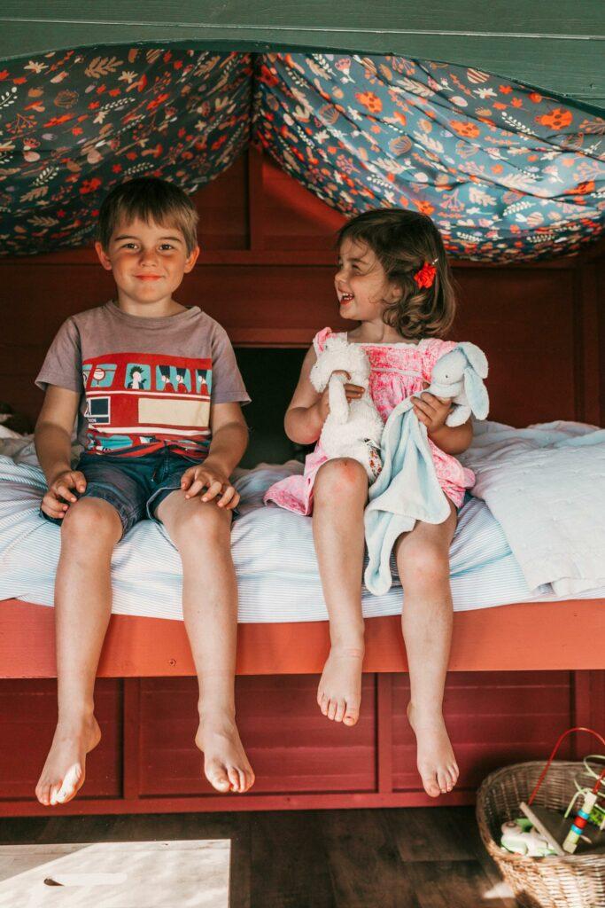 exe valley safari tent devon - cabin bed with children