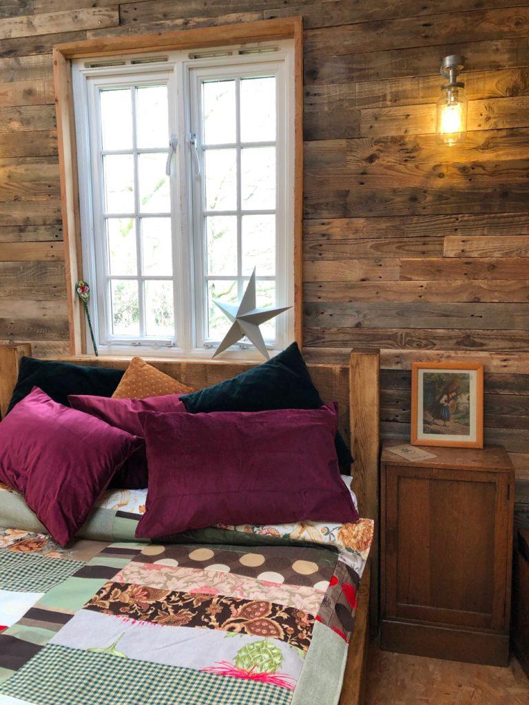 Albion Nights log cabin in norwich, norfolk - bedroom