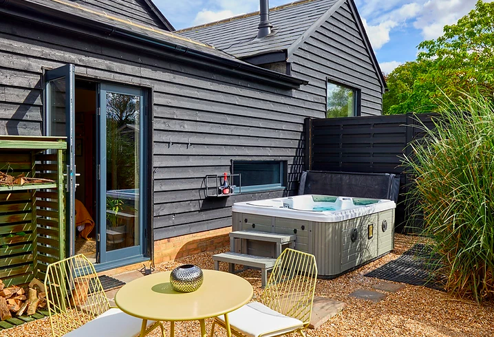 Bethnal & Bec Luxury Lodges wit Hot tubs - outside shot