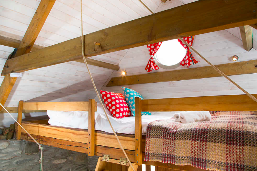 Carswell Farm Beach hut - loft bedroom