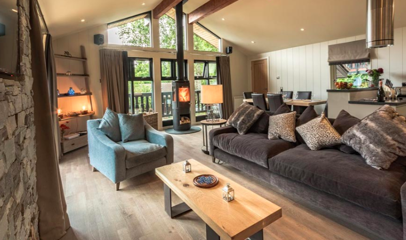 Loch Tay Waterfall Lodge with Hot tub - living room and fire