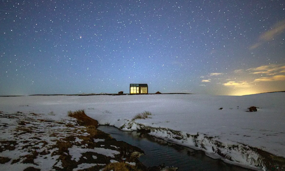 The Glass Cottages in Iceland - Outside night and snow