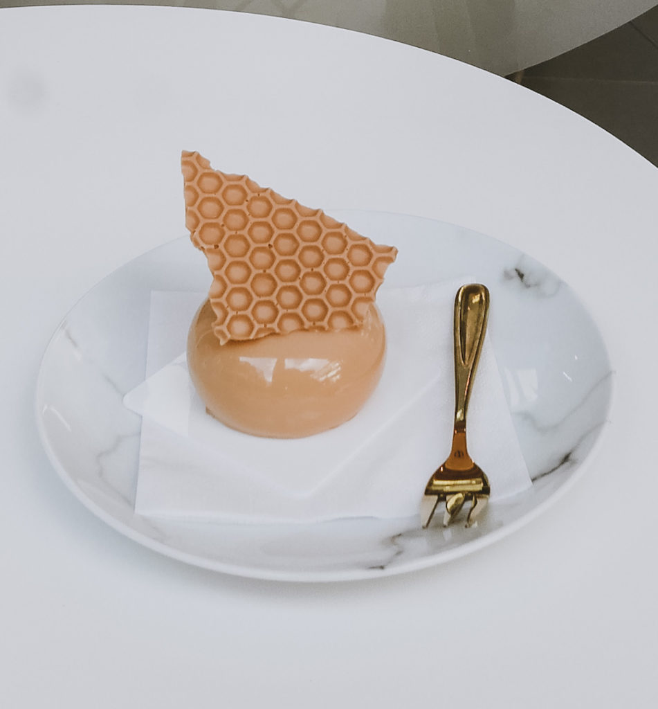 Edible Art shop - pastry on plate