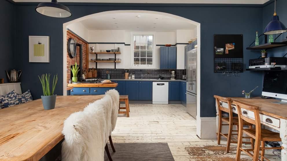 lyme-regis-accommodaion-dorset-house Kitchen