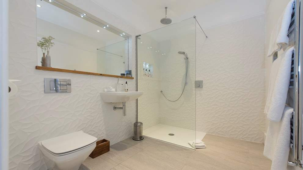 lyme-regis-accommodaion-dorset-house Bathroom
