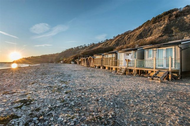 lyme-regis-accommodation-littleseahouse- view on monmouth beach