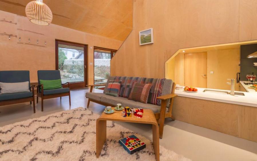 lyme-regis-accommodation-wainhouse - living room