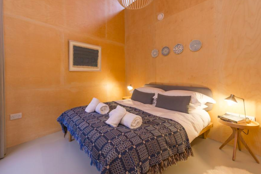 lyme-regis-accommodation-wainhouse - bedroom