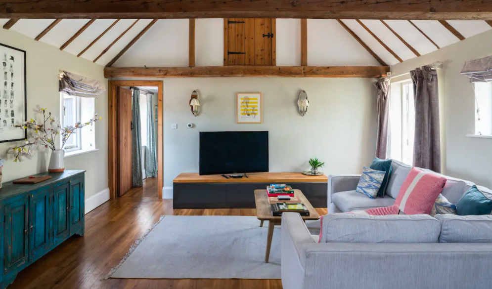 The Old Dairy Sussex - Self Catering Cottage with Indoor pool - living space