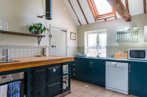 The Old Dairy Sussex - Self Catering Cottage with Indoor pool - kitchen