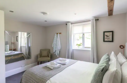 The Old Dairy Sussex - Self Catering Cottage with Indoor pool - main bedroom