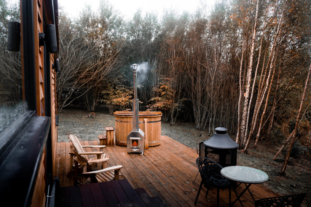 log-cabin-sussex-coddiwomple hot tub