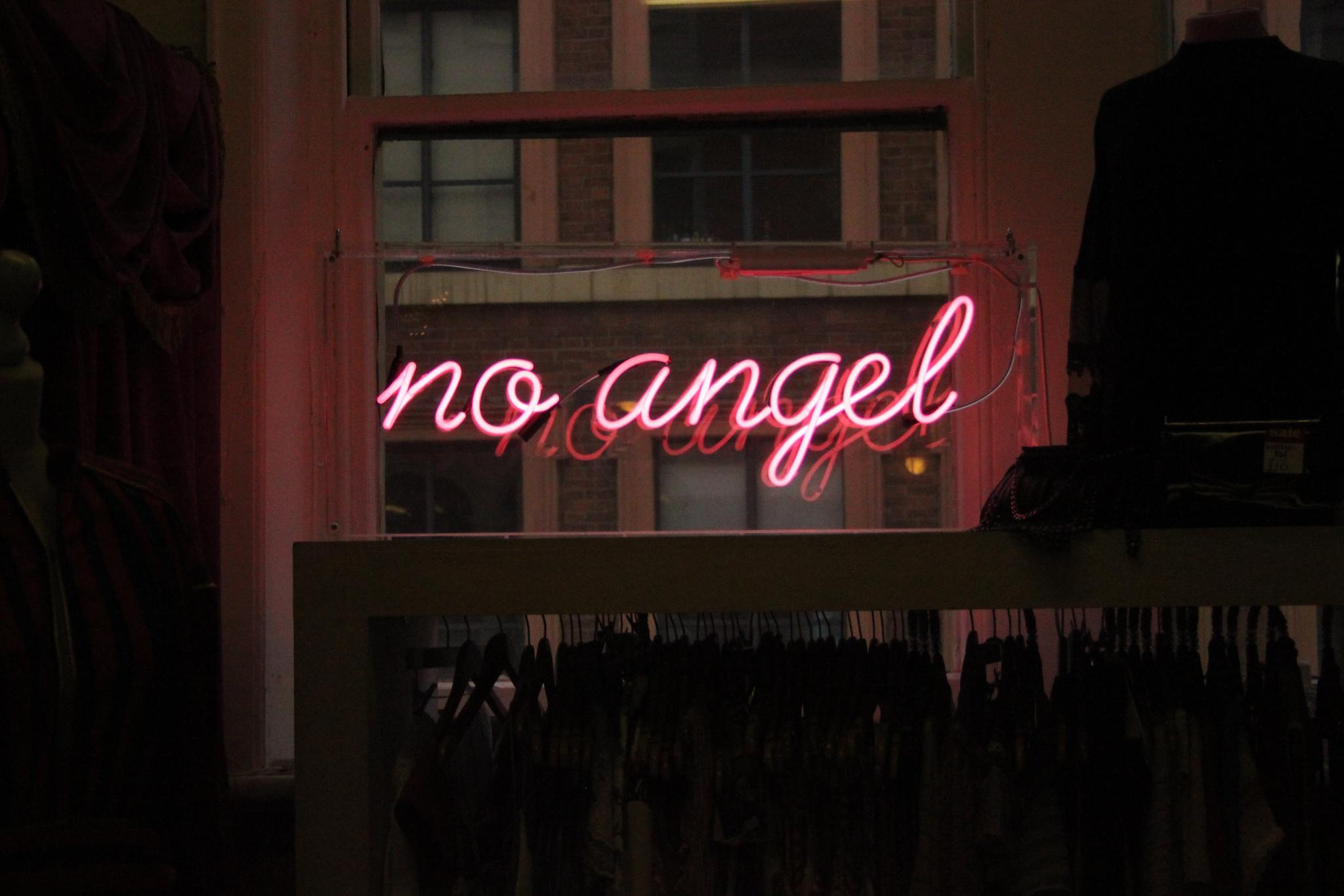 murder-mystery-weekends-header-neon-sign