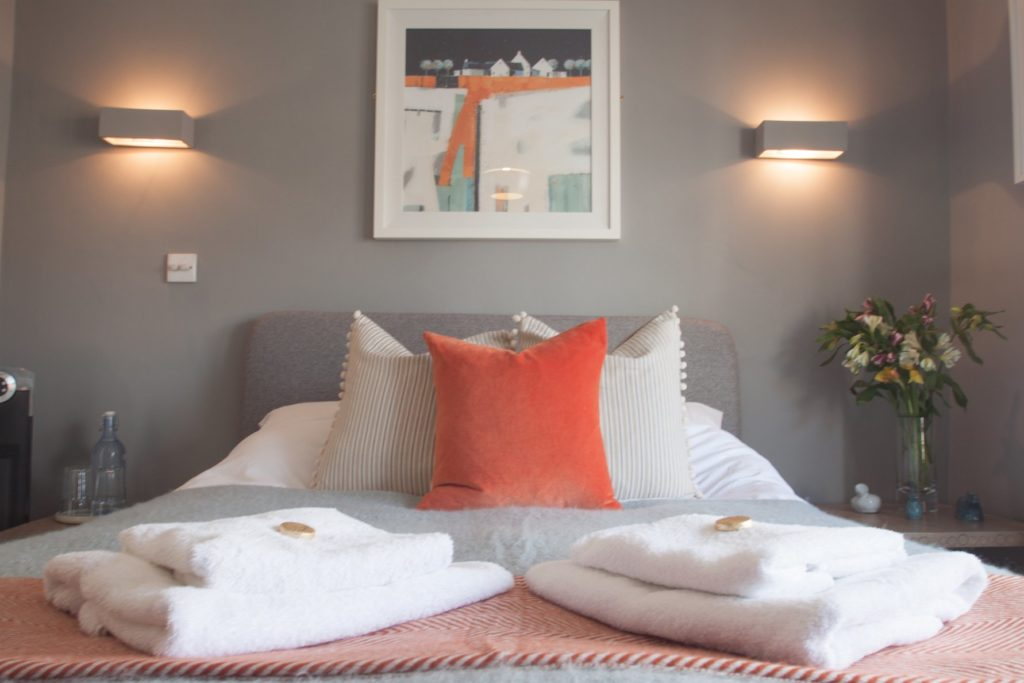 Just B Dartmouth Room only accommodation - st elmos cottage bedroom
