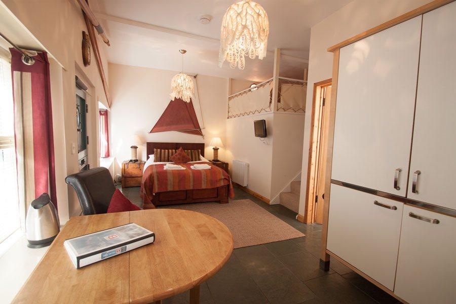 8-main-dartmouth-holiday-apartment-sld-1