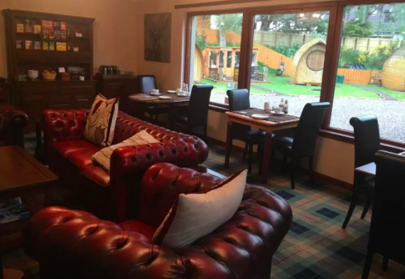 aviemore-glamping-eriskay guesthouse breakfast room