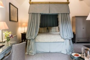 eastbury hotel in sherborne - suite with four-poster