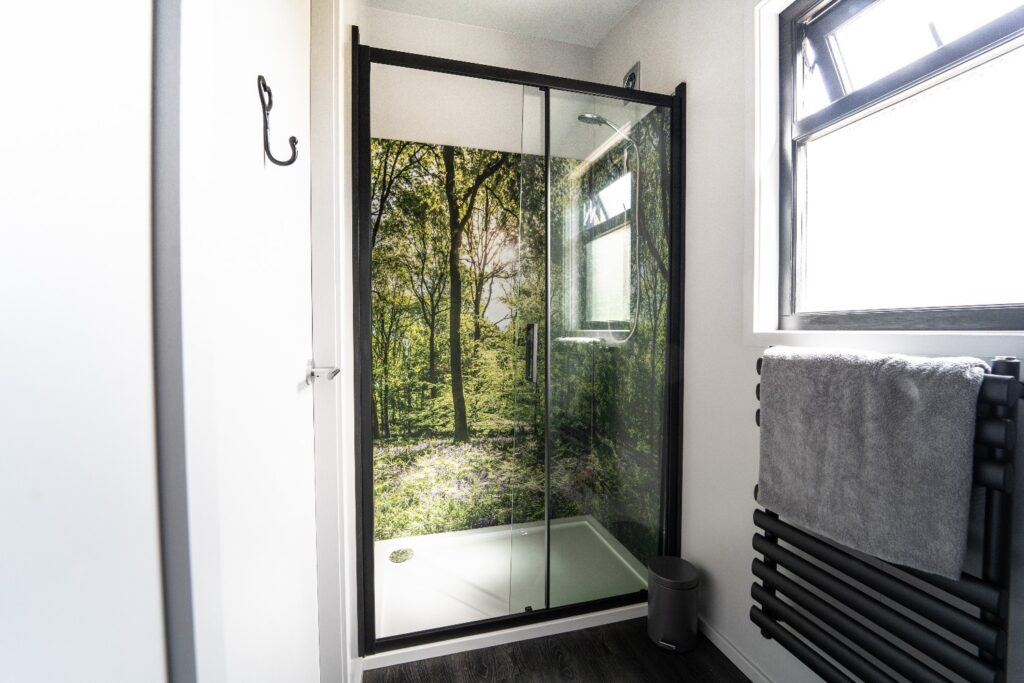 Hidey-Hole-Glamping-East-Sussex shower