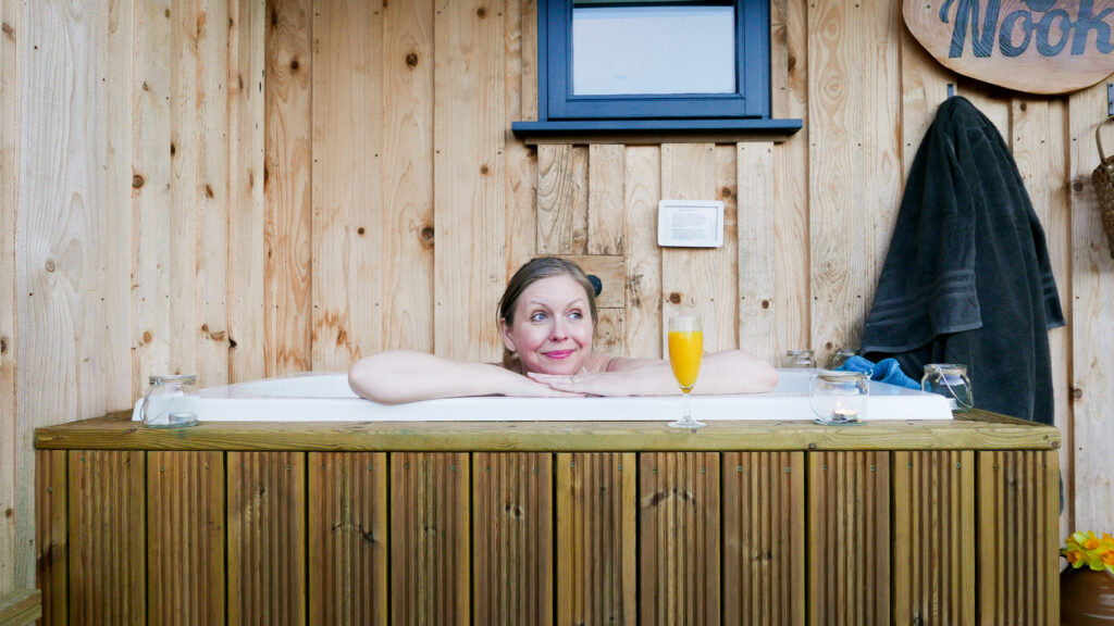the-roost-glamping-in-forest-of-dean-soak-tub