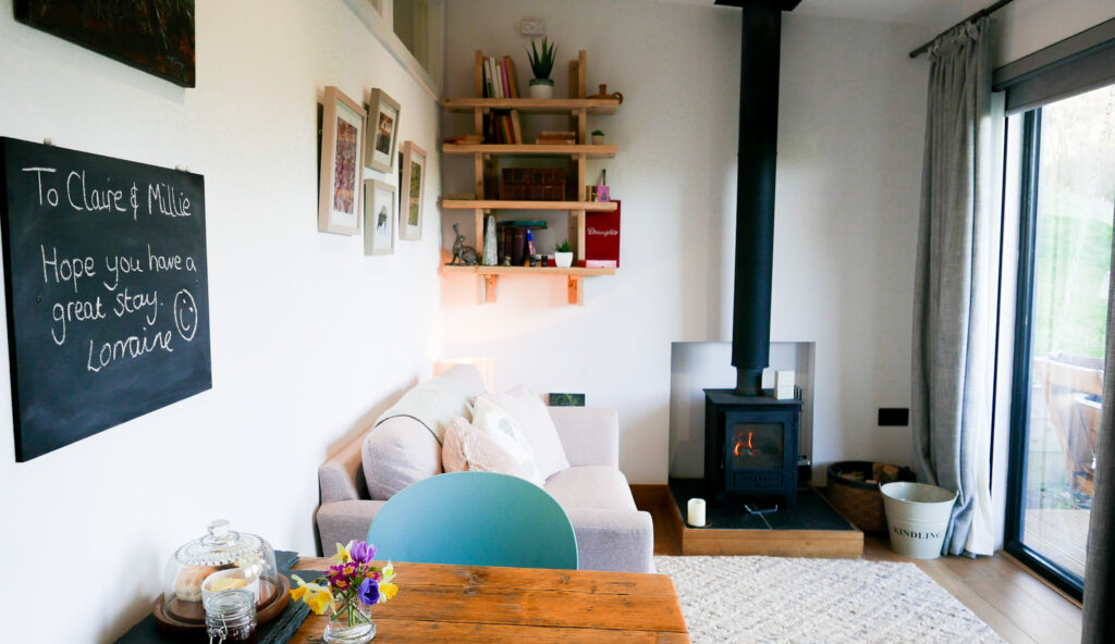 the-roost-glamping-in-forest-of-dean-living-room