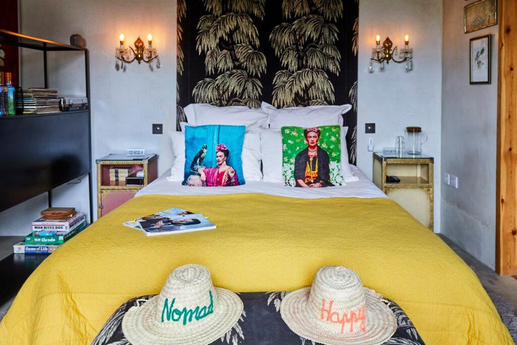 bethnal&bec-logcabin-hertfordshire-bedroom
