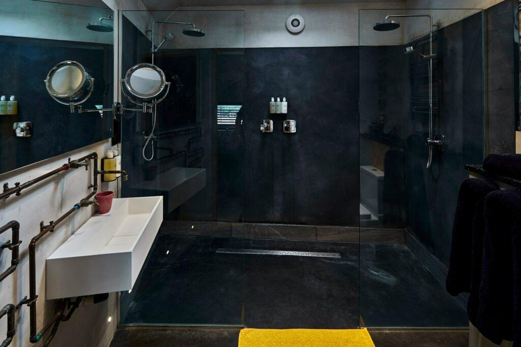 bethnal&bec-logcabin-hertfordshire-bathroom