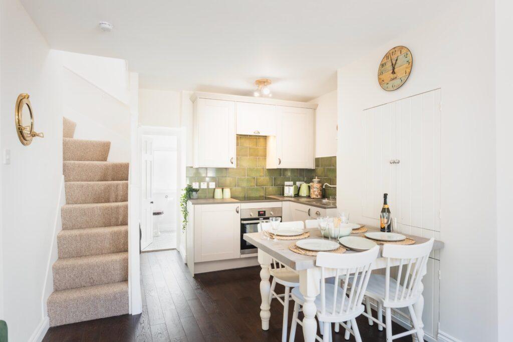 dog-friendly-cottage-lyme-regis kitchen and dining room
