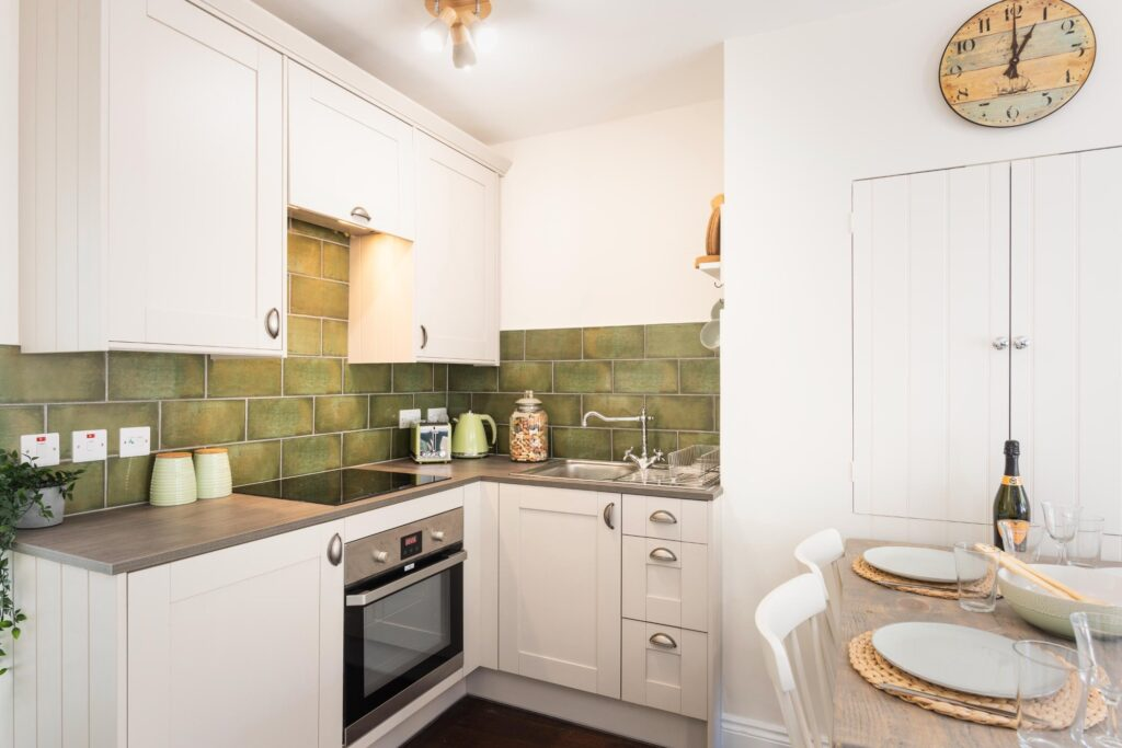 dog-friendly-cottage-lyme-regis kitchen