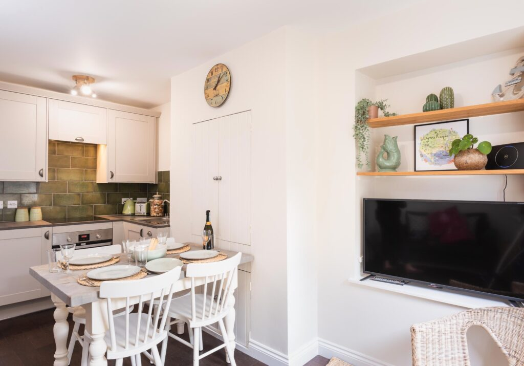 dog-friendly-cottage-lyme-regis lounge and kitchen