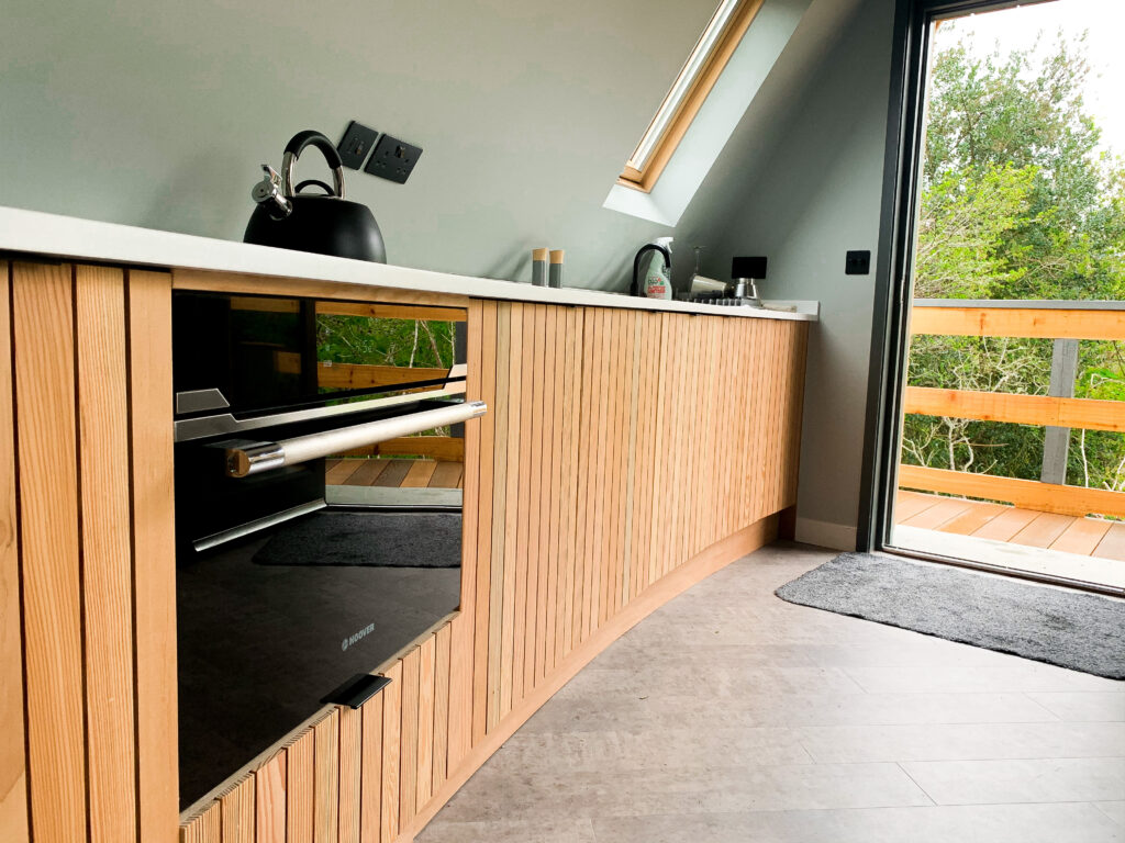 unique stays cornwall: kosel treehouse - kitchen